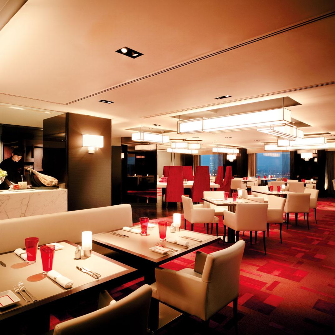 Shangri Las Far Eastern Plaza Hotel