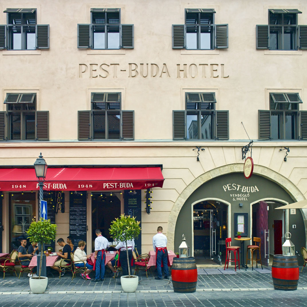 Pest buda hotel design boutique budapest hungary 10 for Top design hotels budapest