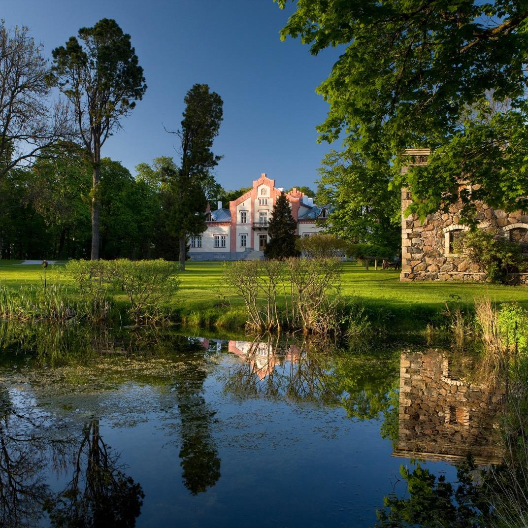 Padaste Manor