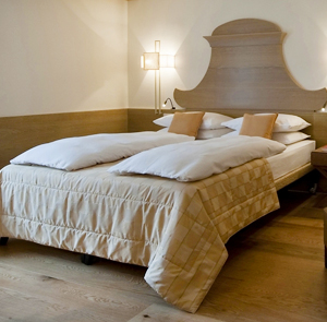 cortina dampezzo lesbian singles Choose your room for an unforgettable holiday in cortina  1 double + 1 single bed or 3 single beds  32043 cortina d'ampezzo (bl) e-mail: info@aquilacortinacom.